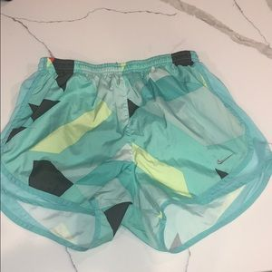 Women's Medium Nike Running Shorts